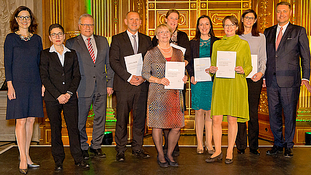 """BWV Jahrespreis 2017 verliehen! Preis geht an ehrenamtliche AG """"Anrechnungsregeln"""", die die Branchenstandards für die Vermittlerqualifizierung bei gut beraten erarbeitet"""